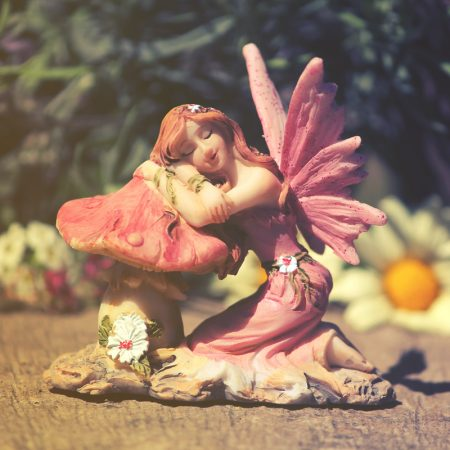 kneeling fiary on mushroom