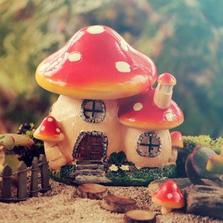 toadstool cottage 10cm